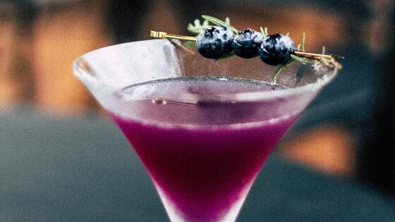 Les cocktails sans alcool prennent de l'ampleur à une heure où de plus en plus de personnes veulent réduire ou supprimer leur consommation d'alcool.