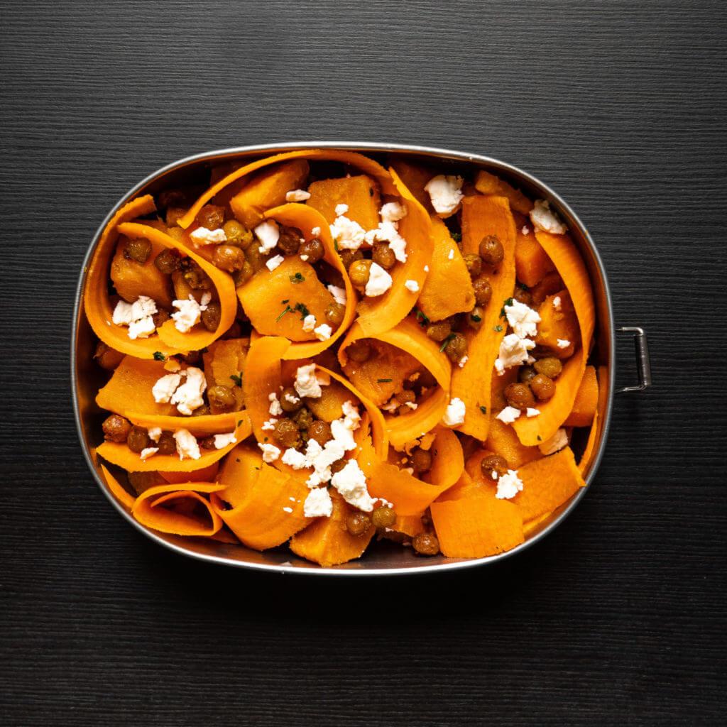 Salade de patate douce, carottes et feta.